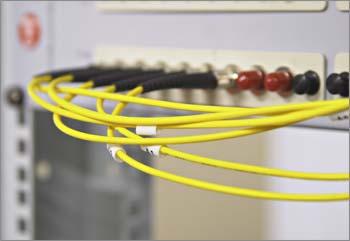 Подключение систем дата-центра IBS DataFort и клиентов к Интернету осуществляется несколькими способами: посредством собственной широкополосной сети передачи данных