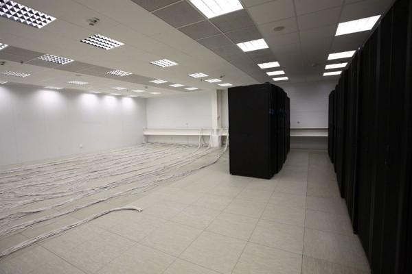 Новый машинный зал готовится к подключению новых серверных стоек