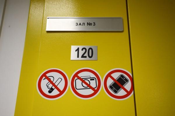 """За этой массивной дверью - машинный зал. Всего таких залов в """"ТрастИнфо"""" - 10 (9-й и 10-й запущены в эксплуатацию в конце декабря 2012 года)"""