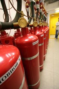 Балоны с газом в дата-центре «Траст-Инфо»