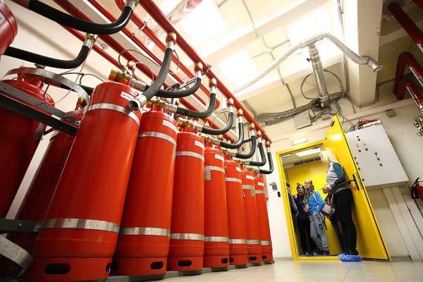 Все помещения дата-центра входят в единую систему пожаротушения, которая состоит из цифровой станции производства Schrack (Австрия) и газового оборудования производства АРТСОК. Система интегрирована с пожарной сигнализацией и охранной сигнализацией дата-центра.