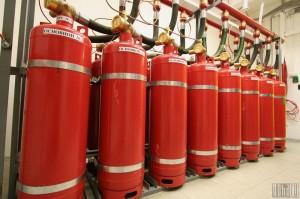 Балоны систем газового пожаротушения в  дата-центре «Траст-Инфо»