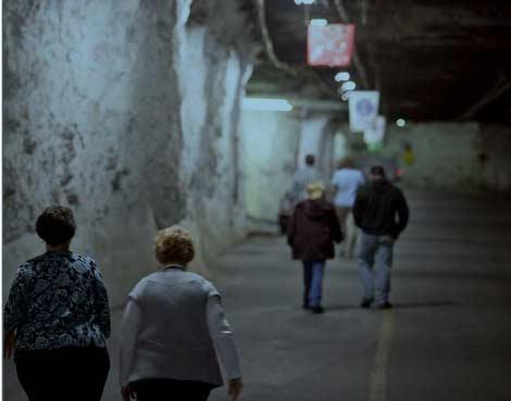 2700 работников подземного хранилища данных Iron Mountain