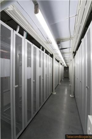 """Инженеры HP пошли по схеме изоляции  """"горячего """" коридора, что избавляет от необходимости установки фальшпола."""