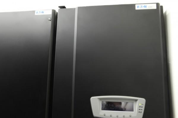 Источник бесперебойного питания Eaton 9390 общей мощностью 160 КВт.