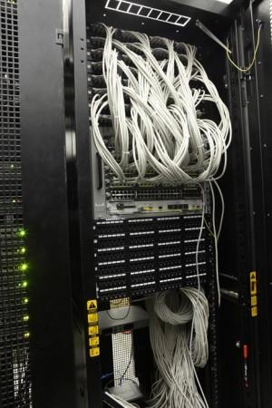 Маршрутизатор CISCO. Сеть Дата-Центра TIME построена на модульных коммутаторах и марсшрутизаторах Cisco серии 76XX. Модульная централизованная архитектура позволяет более гибко настраивать сетевое окружение и надежнее защищать сеть от несанкционированных действий.