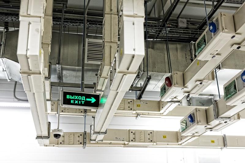 По периметру модуля проложен контур заземления.