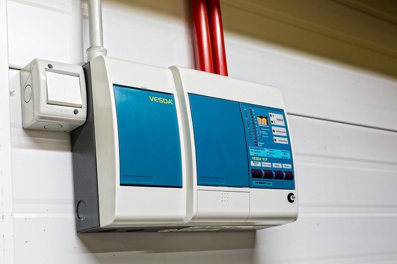 Основные и технические помещения ЦОДа оборудованы системой сверхраннего обнаружения дыма VESDA