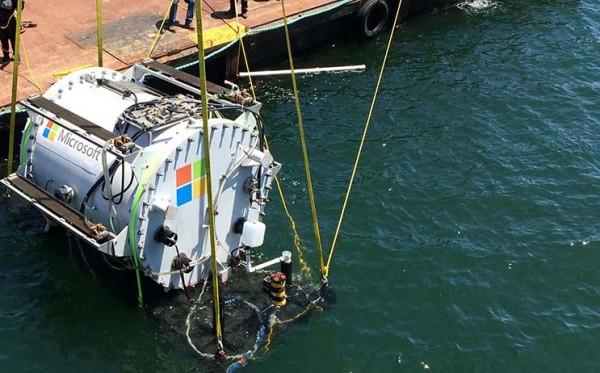 Первый экспериментальный подводный дата-центр Microsoft погружается в океан