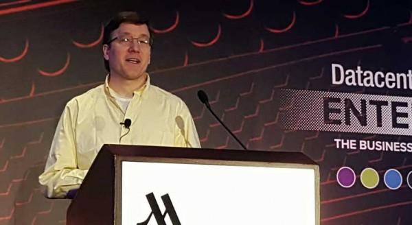Руководитель запущенного Microsoft проекта Project Natick Бен Катлер во время выступления на конференции Datacenter Dynamics Enterprise 2016 в Нью-Йорке