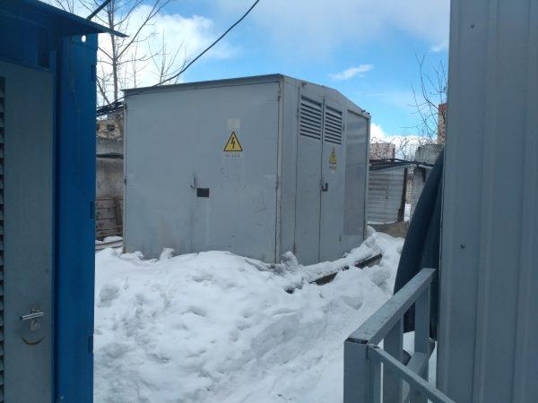 Переход с Подстанции на ДГУ происходит в течении 1 минуты, в это время работу оборудования обеспечивают ИБП.