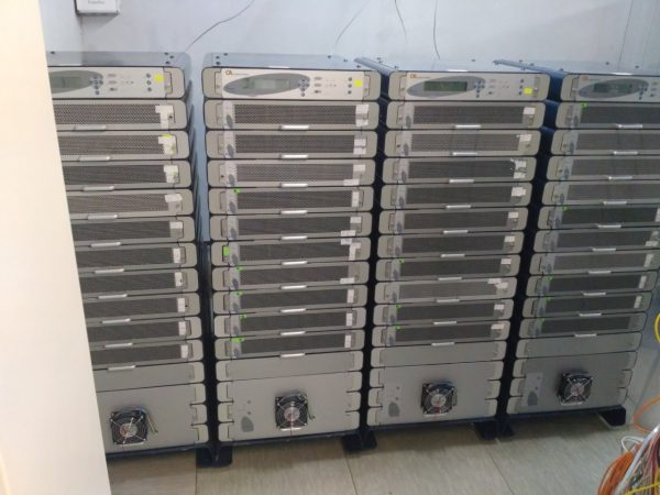 В зале имеется  ИБП Power+ (Gamatronic) 400кВА с батарейным шкафом на 256шт АКБ GP12400 (фото ниже), а также ИБП eaton моделей 9130 6кВа,   9135 5кВа в сумме 21шт, eaton рассчитаны каждый под одну стойку.