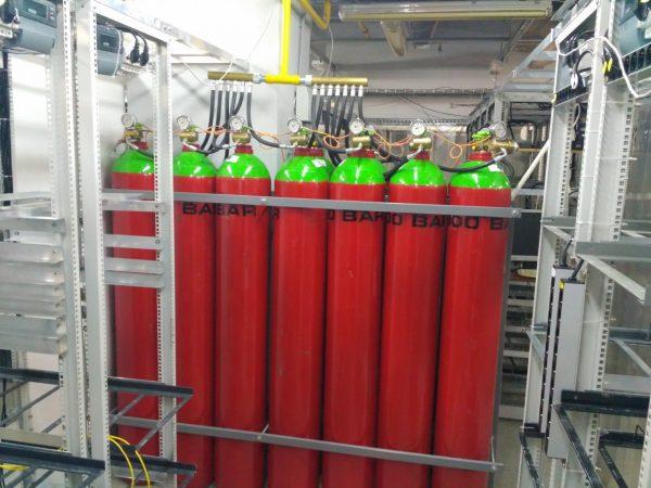 Пожарная безопасность обеспечена установкой газового пожаротушения (газ инерген), 2-а комплекта газовых баллонов.