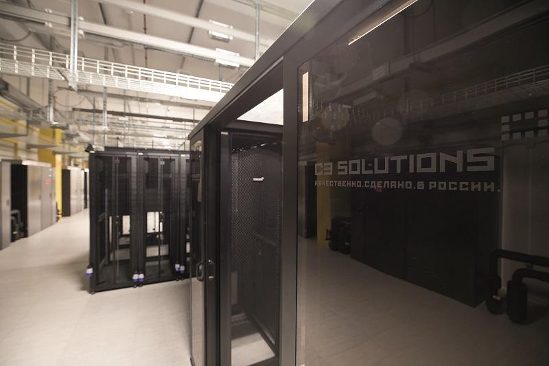 Фото 4. Один из серверных залов «Авантажа» для розничных клиентов: в каждом можно разместить до 140 шкафов соборудованием