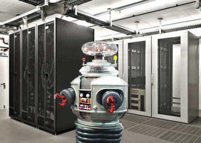 Роботы заменят людей внутри дата-центров в 2020 году?!