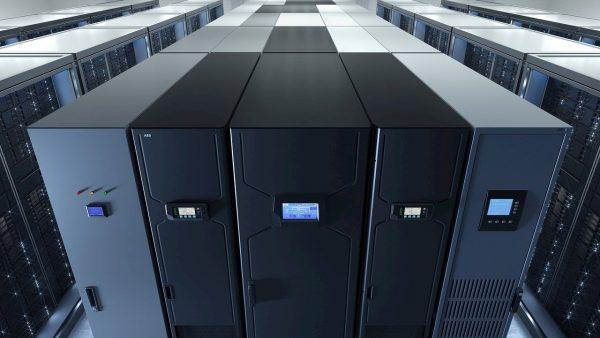 ABB выпускает на рынок компактную систему ИБП для дата-центров