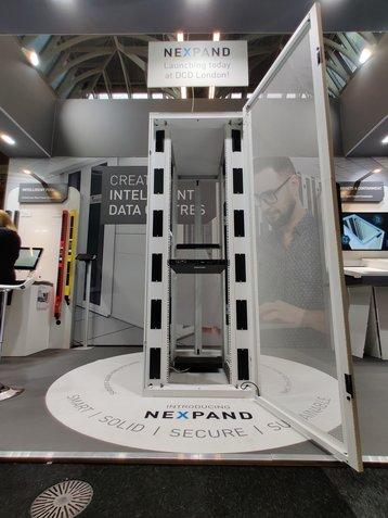 Minkels и Legrand представили серверную стойку Nexpand